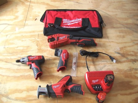 milwaukee-m12-kit-open