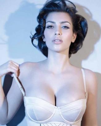 kim-kardashian-calendar-photo_327x408